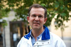 Donation ska självklart uppmuntras som ett personligt val, anser Lennart Sacrédeus