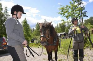 Gotlandsrusset Lojsta Irrblos kördes av Liiza Falk som hade Elin Falk som hjälpkusk.