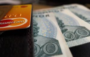 Ska det vara så här? Bankernas vinst förra året var 109 miljarder kronor, och jag ska inte få ha tillgång till mina pengar ...? skriver Birger Sjöberg.