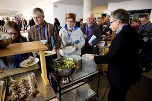Under lunchen bjöds det på viltfärsbiff och potatismos till de 150 deltagarna.