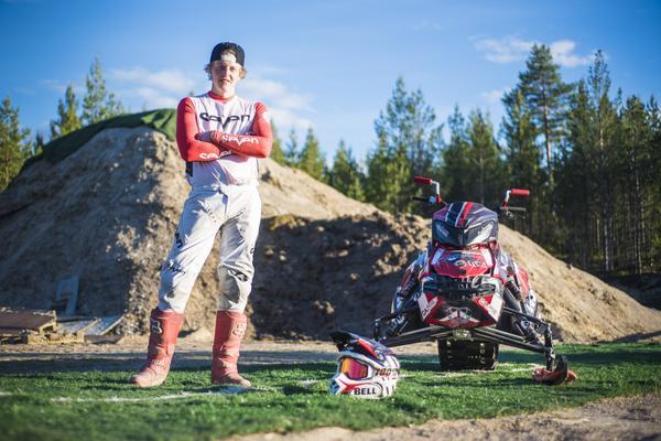 Marcus Ohlsson gjorde sin första FSX tävling i vårvinter på Kåbdalis Freestyle, där han också gjorde sin första bakåtvolt i landning.
