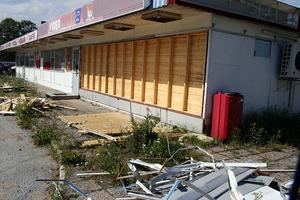 I många år var 21:an en mötesplats i Bollstabruk, men sedan stängdes kiosken/grillen och förfallet började. Nu ska byggnaden bort.