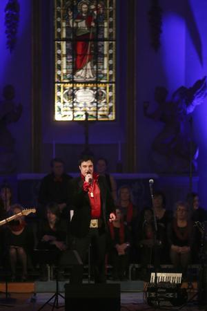 Henrik Åberg bjöd på levande julmusik.