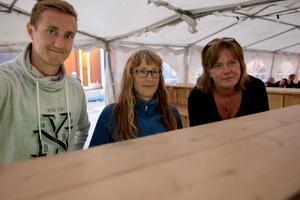 David Larsson, Bodil Åslund Röst och Ulrika Hansback jobbade i öltätet.
