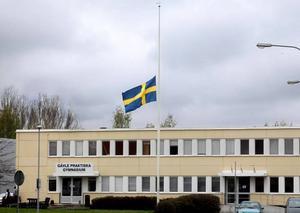 Vid Patrik Krans skola i Gävle flaggade man på halv stång under måndagen.