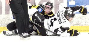 Ligger lågt. Efter VIK:s 0–4-förlust mot AIK i går ligger lagkaptenen Andreas Lindh lågt om sina framtidsplaner, men han betonar att han inte vill uppleva ännu en liknande säsong.Foto: Per G Norén