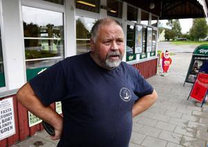 – Det blev mer gemenskap i Indal efter olyckan, bland annat på grund av alla begravningar. Själv gick jag på alla begravningarna, berättar Anders Fahlberg, som bor i Östloning, strax norr om olycksplatsen.