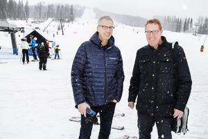 Anders Kjällström, vd i Branäsgruppen, och Peter Kärnström, kommunalråd i Sandviken, tror på framtiden för Kungsberget.