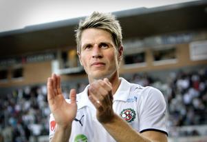 ÖSK-veteranen Magnus Kihlberg jagas av division 2-klubben Karlslund.