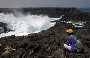 Det är ett dramatisk syn när Atlantens jättevågor kraschar mot land.