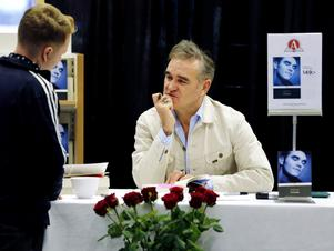 Morrissey är öppenhjärtig i sin självbiografi som han signerade i en bokhandel i Göteborg på torsdagen.