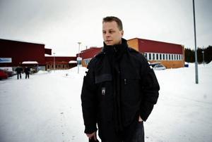 Tommy Lindholm har arbetat sju år på Jonsson & Paulsson. Nu är han orolig för att bli av med jobbet.