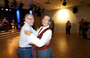 Gunnar Påls och Marie-Louise Wallin svävade fram likt balens kungapar när det var motionsdans vid Kulturhuset Svanen.
