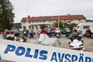 Polisen spärrade i lördags av Kramsta gästgårds parkering när det var dags för gemensam middag och överlämning av pengar till Lill-Babs fond.