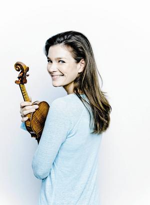 Mozartkonserten Janine Jansen ska spela beskriver hon som full av snille och humor.