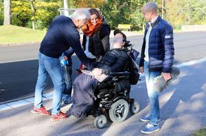Jesper Ljungström och Anders Norström ska se en match ihop. Madelene och Thomas Ljungström följer också med, liksom lillebrorsan Melker, skymd.