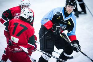 Robin Lindqvist sköt 2–1 till S/L i den sista perioden.