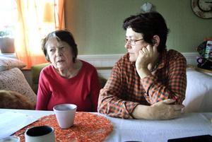 Barbro Blom och dottern Gunilla Schelin, Mellanfjärden tycker att taxipriserna är orimliga.