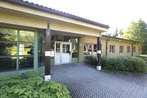Ordningsreglerna på Sjöängsskolan har fått flera föräldrar att ilskna till.