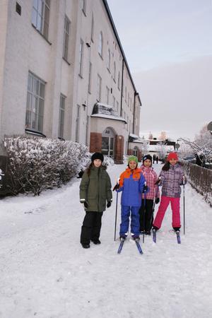 Så här ska det vara på vintern. Då ska man kunna åka spark eller skidor inne i stan. Det tycker Linnea Dahlin, Isabel Pettersson, Amanda Järnberg och Zahra Aref.