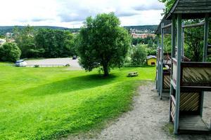 Det är mellan lekparken och minigolfbanan nedanför som Norrlandspojkarna vill bygga bostäder.