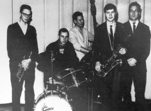 Ett foto taget i Ludvika läroverk 1962 där Kjells band då spelade. På bilden syns fr v Kjell Berglund, Kjell Hägglund, Lennart Blom, Roland Keijser och Åke Larsson.