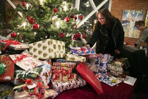 Omkring 2000 paket kommer att delas ut genom Julklapp till alla.