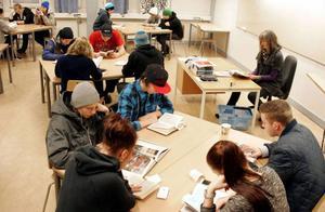 Vid ÖP:s besök i fredags startade eleverna i FT13A på fordons- och transportprogrammet, och deras lärare Anna Strandin, skoldagen med att läsa under 20 minuter.