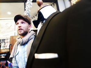 Mikael Jönsson driver butiken Uncle Frank. Han säger att ett vanligt misstag män gör är att ha för mycket färger på sig. Hellre elegant diskret än att vara