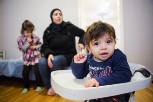 Ghzal, mamma Rola och Naeem, minstingen i familjen.