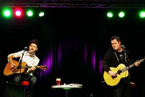 Lars Bygdén och Richard Lindgren delade både sorg och glädje med publiken i teaterfoajén på torsdagskvällen.