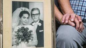 Att bry sig om varandra och att inse att alla dagar inte är sötebrödsdagar är enligt Gösta och Berit Jönsson ett bra recept för att hålla relationen levande. De borde veta. I dag firar de guldbröllop.