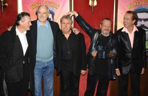Michael Palin, John Cleese, Terry Jones, Terry Gilliam och Eric Idle vid en filmpremiär 2009.
