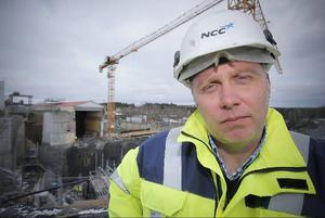 Afärschefen för NCC Construction Sverige, Region Norrland, Richard Mattsson. Han förklarar fördelarna med bemanningsföretag.