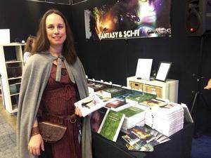 Annah Nozlin, uppvuxen i Falun, boende i Borlänge, deltar i Bokmässan för fjärde gången med sitt förlag som ger ut fantasyberättelser.