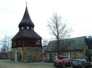 Åre kyrka hör till de få byggnader i Åre som inte undergått förändring de senaste 40 åren. Men vad som får byggas i närheten var det strid om långt innan fotbollsplanen blev aktuell, det kan man läsa om i den nya skriften.Foto: Elisabet Rydell-Janson