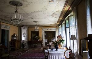 Herrgårdens stora sal är intakt sedan den ställdes i ordning i slutet av 1800-talet.