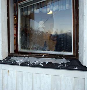 En ruta in till vaktmästeriet slogs sönder.Foto: Håkan Degselius
