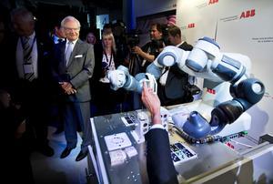 """I september 2016 firade Corporate Research 100-årsjubileum. Samtidigt invigdes Synerleap. Då var kungen med hela dagen. """"Det var ett stolt ögonblick"""", säger Johan Söderström."""