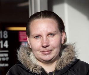 Ida Selvén, 28, Hudiksvall:- Nej, jag handlar men då bara från Sverige. Det blir mest kläder till mig och barnen, det går fort och smidigt att beställa och få det hemskickat.