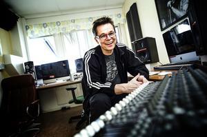 Frank Ådahl startar en kör för en enda konsert, den 6 april. På bara några dagar fick han ihop flera hundra anmälningar.