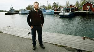 Sjöräddningens Rasmus Karlsson vittnar om hur arbetssamt det är med räddningsinsatser under vintern när man inte kan nyttja sin egen hamnplats.