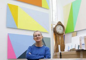 Sandvikenkonstnären Åsa Langert hyllar konkretismen. Hennes målningar kommer att kunna ses i Galleri BGB i Hofors i mars.