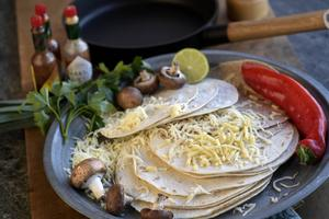 Quesadilla är en mexikansk variant på grillad ostmacka. Fast mycket läckrare än så. Foto: Janerik Henriksson/TT