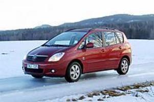 Foto: OLLE HILDINGSON Mångsidig. Toyota Corolla i Versoutförande är en mångsidig bil som är betydligt rymligare än den ser ut. Men så är axelavståndet också ökat med 20 centimeter jämfört med vanliga Corolla.