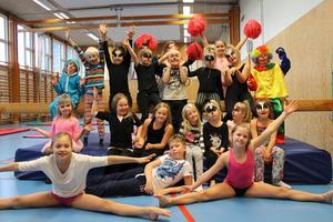 Elever på Elmsta skolas fritids uppträdde på torsdagen med en cirkusshow.