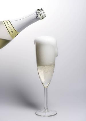 Under framställningen av mousserande viner sker den andra jäsningen på flaska. Ett torrt vitt vin blandas med socker och jäst. Flaskorna tillsluts och ligger mörkt och svalt medan vinet långsamt kolsyresätts.   Pontus Lundahl/TT