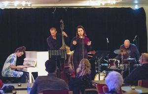 Anna Greta Sigurdadottir, piano, Josef Karnebäck, bas, Stina Augustsdottir, sång och Sebastian Ågren, trummor, tolkar Björks låtskatt i jazztappning på Hudiksvalls jazzklubb.