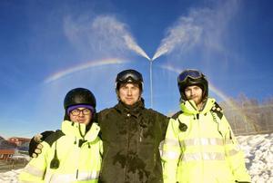 Allt fungerade bra när Romme Alpin testkörde utrustningen. Pontus Darch, Markus Karlsson och Johan Hedin deltog i snötillverkningen.