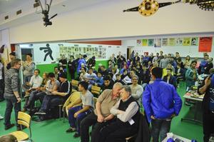 Det var mycket folk när Öbacka BK arrangerade tävling i de nya lokalerna.